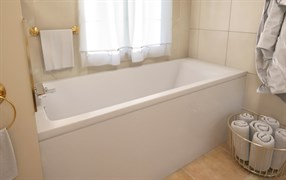 AquaStone Арма 150 Ванна из литьевого мрамора, размер 150х70 см, высота - 66 см, глубина - 45 см. Ножки в комплекте.