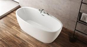 BELBAGNO BB404 Ванна акриловая отельностоящая овальная в комплекте со сливом-переливом цвета хром