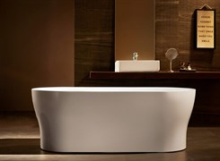 BELBAGNO BB405 Ванна акриловая отельностоящая овальная в комплекте со сливом-переливом цвета хром